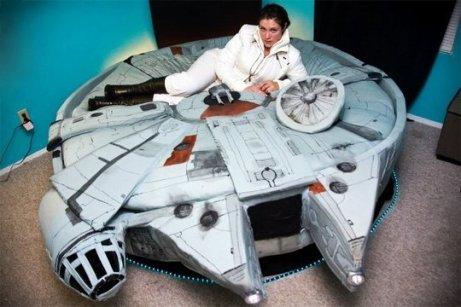 millennium-falcon-bed