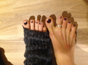 I also lost the polish on my first two toes but you can see that it is a rather universal pole dancer problem if you don't wear shoes.